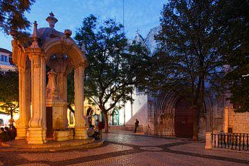 Platz Largo do Carmo mit Springbrunnen Chafariz do Carmo  und Convento do Carmo im Altstadtviertel C