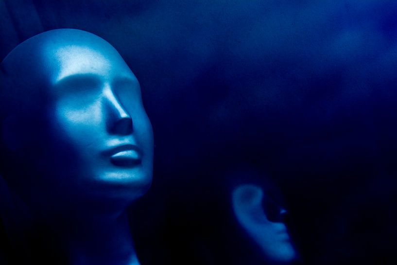 Blauwe etalagepop 2.0  van Ton de Koning