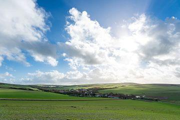 Het dorpje Escalles in de heuvels. van Mickéle Godderis