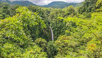 Cascade de La Fortuna au Costa Rica sur Jessica Lokker