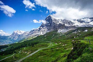 Zicht op de noordzijde van de Eiger met een mix van zon en wolken van Leo Schindzielorz