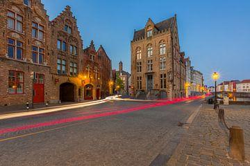 Jan Van Eyckplein in Brugge tijdens het blauwe uurtje van Nele Mispelon