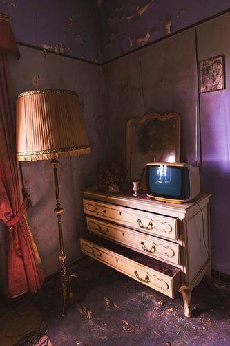 Oude verlaten slaapkamer in Belgie