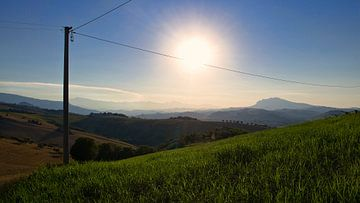 Heuvellandschap Abruzzen, Italië van Vincent van Kooten