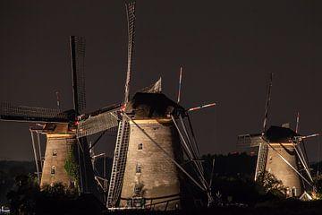 Verlichte molens Kinderdijk #7 van John Ouwens