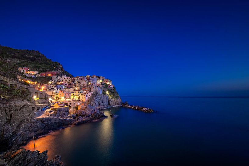Manarola in de Cinque Terre in het blauwe uur van iPics Photography