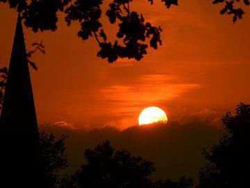 Ondergaande zon. von Wieja van der Kamp