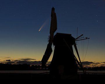 Komet Neowise mit Windrad von Hannon Queiroz