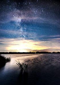 Kraak heldere nacht vol met sterren bij het Leekstermeer