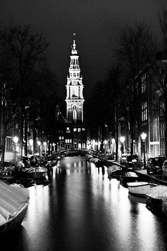 Amsterdamse Zuiderkerk in de avond zwart-wit