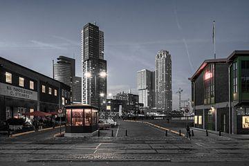 Rotterdam tijdens de schemering van