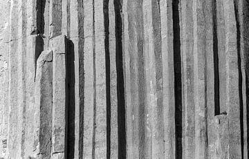 Sechseckige vulkanische Basaltsäulen am Devils Tower von Gerwin Schadl