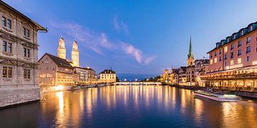 Oude binnenstad van Zürich bij nacht van Werner Dieterich