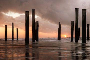 Zonsondergang aan zee (5) van Rob vlierd van de