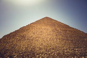 De Piramides in Gizeh 01 van FotoDennis.com