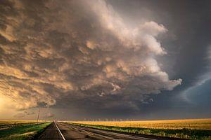 Onweersbui boven de weg