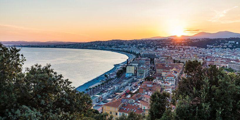 Sonnenuntergang in Nizza an der Côte d'Azur von Werner Dieterich