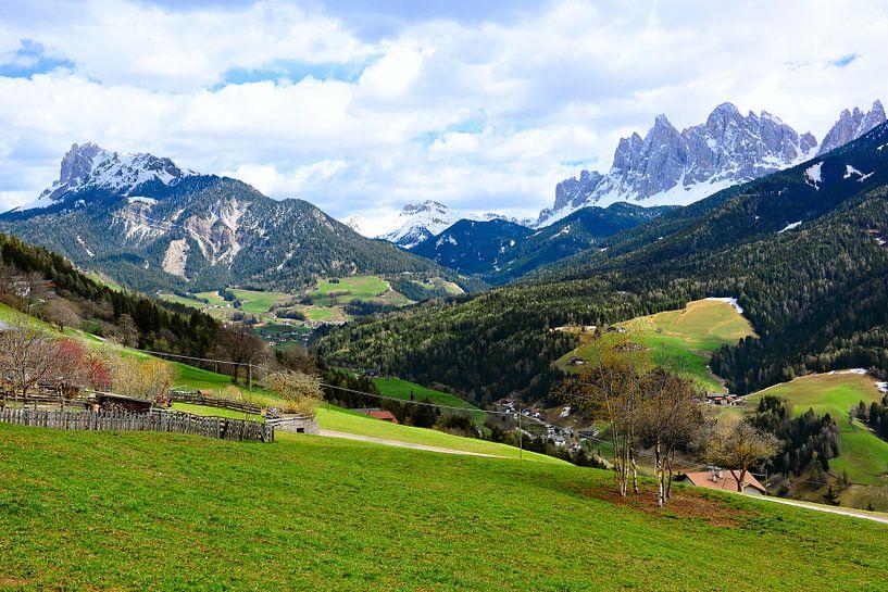 Val di Funes van Gisela Scheffbuch