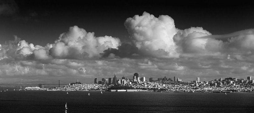 Wolken boven San Francisco van Wim Slootweg