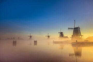 Molens Zaanse Schans op een mistige ochtend sur