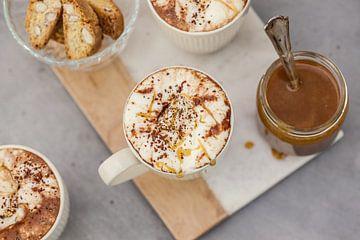 Warme chocolademelk met gezouten karamel van