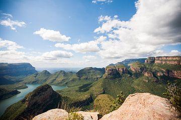 Landschaft am Blyde River Canyon, mit drei Rondavels von Simone Janssen