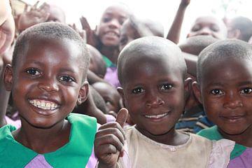 Oegandese kinderen  van Puck Peute