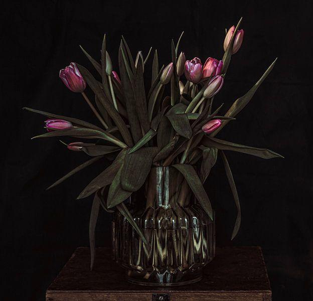 Tulpen in vaas van Irene van de Wege