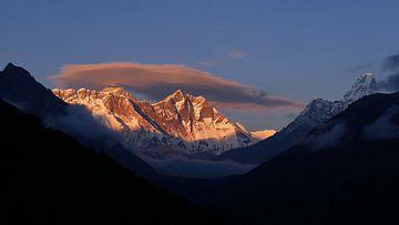 Sonnenuntergang am Everest von Timon Schneider