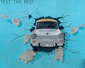 Berlijn East Side Gallery Trabant van Jeroen Kleiberg