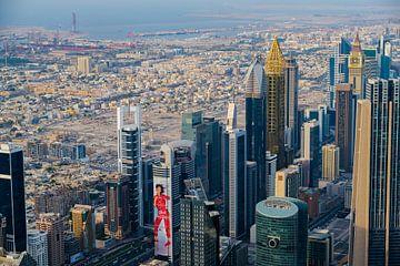 Blick über die Wüstenstadt Dubai von Edsard Keuning