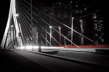 Autolichten op de Erasmus brug van Gabsor Fotografie