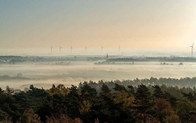Zonsopgang zicht op een mistige ochtend in Montferland van Jeroen Kleiberg