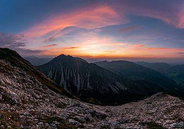 Alpengloren over de Allgäuer Alpen van Leo Schindzielorz