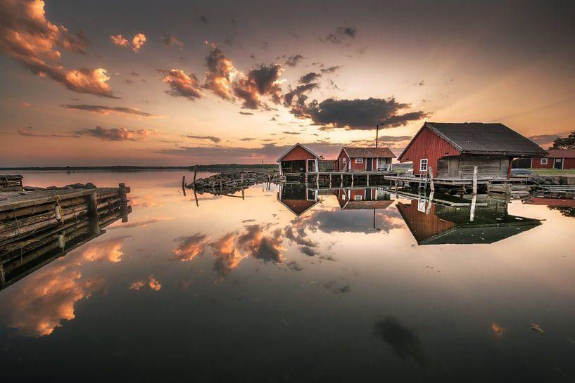 Little boathouse village van Marc Hollenberg