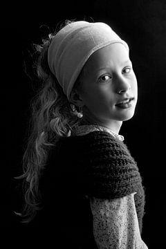 Geïnspireerd door het meisje met de parel van Johannes Vermeer. van Floor Fotografie