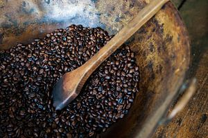 Geroosterde koffie op een Colombiaanse koffieplantage
