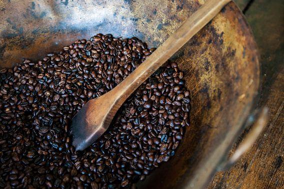 Geroosterde koffie op een Colombiaanse koffieplantage van Bart van Eijden