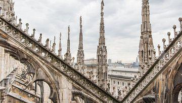 Uitzicht vanaf het dak van de dom in Milaan van Hilda Weges