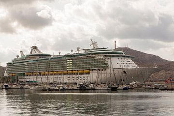Independence of the seas in Cartagena