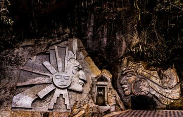 Mysterieuze Inca-rotssculpturen in de buurt van Machu Picchu, Peru van John Ozguc