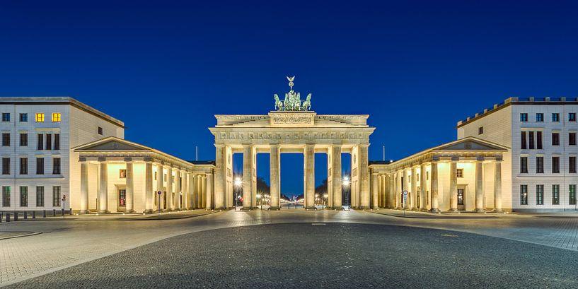 Brandenburg Gate at dawn van Michael Valjak