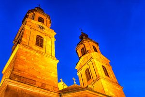 De torens van de Sint Jacobus kirche in Miltenberg am Main, Duitsland