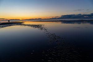 Coucher de soleil sur la mer du Nord, sur la plage d'Ameland.