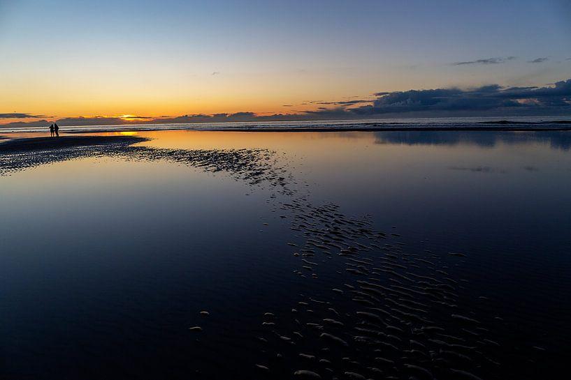 Coucher de soleil sur la mer du Nord, sur la plage d'Ameland. sur Eyesmile Photography