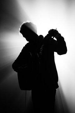 Gitarrist mit Hintergrundbeleuchtung von Irene Lantman