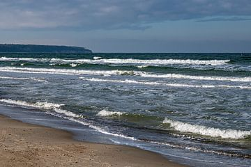 Wellen am Strand an der Ostseeküste in Warnemünde von Rico Ködder