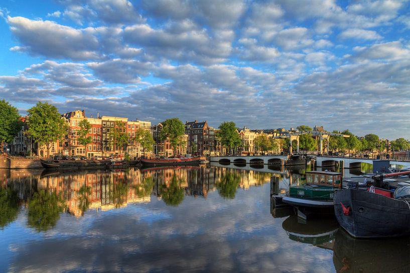 Amstel wolken reflectie van Dennis van de Water