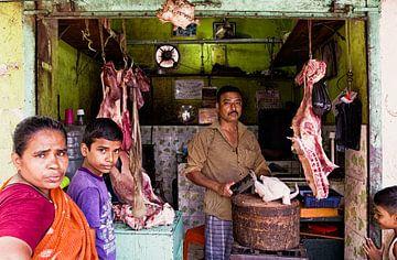 Slager in sloppenwijk India von Vincent van Kooten
