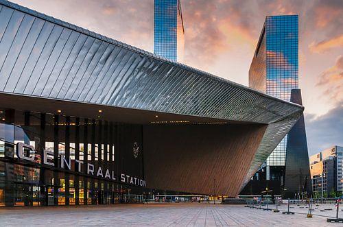 Centraal Station in ochtendlicht van Prachtig Rotterdam